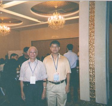 与中国太易玄空学研究院院长风水学家潘汝�J教授合影